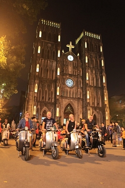 Hanoi Foodie tour by Vespa