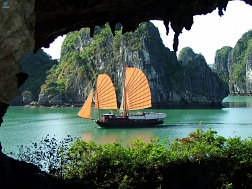 Incredible Halong Bay - The UNESCO World Heritage