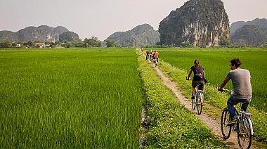 Hoa Lu Ancient Citadel – Mua Cave – Tam Coc – Bich Dong Pagoda