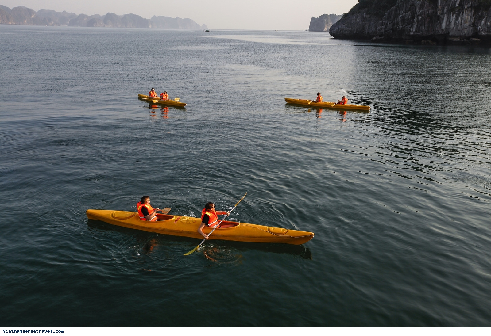 Ha Long Bay Among Cheap Holiday Destinations For Singaporeans - Ảnh 1