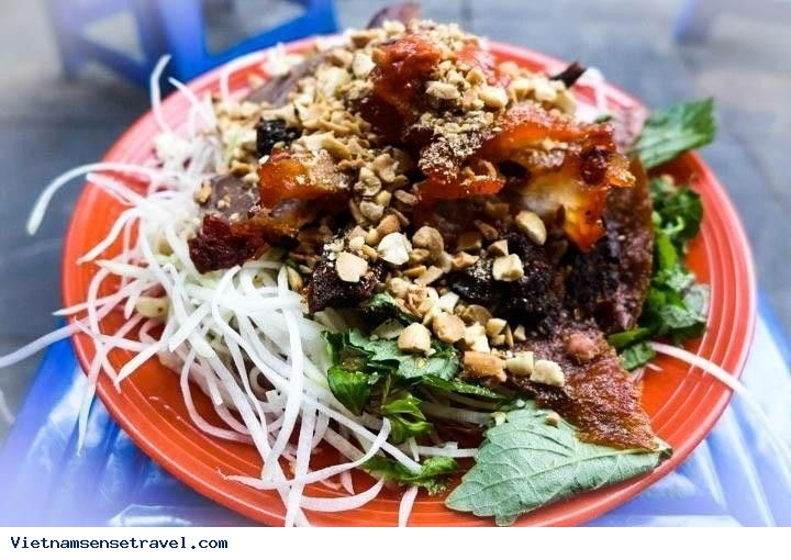 Hanoi Street Food: Beef Jerky Salad And Spring Rolls - Ảnh 1