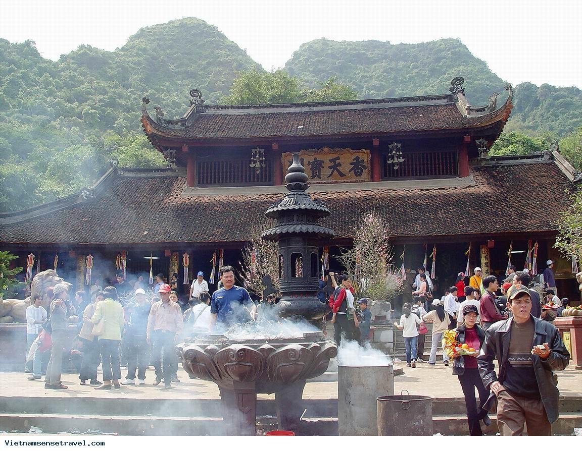 Perfume Pagoda Hanoi Tour Daily Tour
